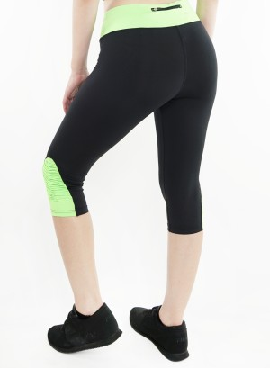 Stretched active Capri-leggings. 2015004-Black/Neon Green